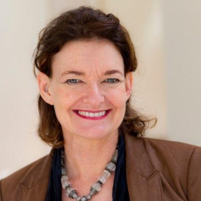 Professor Alice Woodhead (AUS)
