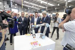 John F. Kerry Exploring Mobile Automation stand at Global Table 2019